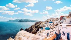 What to wear in Santorini. I am here to help you pack for the most breathtaking vacation in Santorini. Best Honeymoon Destinations, Travel Destinations, Voyage Europe, Destination Voyage, Santorini Greece, Ikaria Greece, Santorini Tours, Greece Travel, Greece Trip
