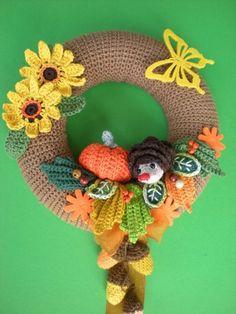Crochet Patterns Gifts Crochet the door wreath yourself - DIY autumn decoration ✿✿ Crochet Wreath, Crochet Fall, Halloween Crochet, Holiday Crochet, Crochet Gifts, Diy Crochet, Crochet Toys, Crochet Pumpkin Pattern, Crochet Patterns