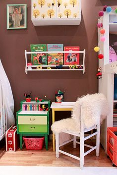 So cute...a little school work/reading area. I want to do something like this for my daughter!