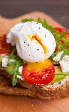 clean breakfast recipes on the go Healthy Appetizers, Healthy Drinks, Healthy Cooking, Appetizer Recipes, Healthy Recipes, Healthy Food, Clean Breakfast, Breakfast Recipes, Tartine Recipe
