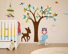 Sticker superb, cu elemente viu colorate, perfect pentru decorarea camerei copiilor, a unui loc de joaca sau unei sali de lasa din gradinita.