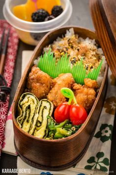 Karaage Bento Easy Japanese Recipes at Flavor shio koji karaage bento with tamagoyaki and spinach gomaae Serve with fruits and grape tomatoes Japanese Lunch, Japanese Dishes, Japanese Food, Japanese School, Easy Japanese Recipes, Asian Recipes, Vietnamese Recipes, Chinese Recipes, Mexican Recipes