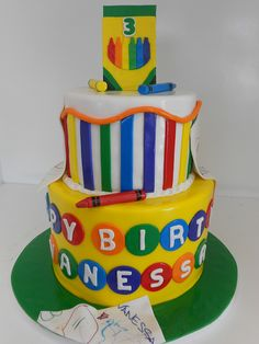 This amazing crayon-themed birthday cake is sure to be a kid-pleaser! #cakeideas #kidsparty #artparty