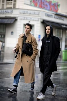 See the best-dressed men representing for our sex at the women's catwalk shows in Paris.