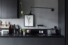 piso lujo en estocolmo Lotta Agaton estilo nórdico gris oscuro estilo escandinavo oscuro estilista de interiores sueca decoración interiores decoración gris oscuro blog decoración nórdica apartamento de una estilista de interiores
