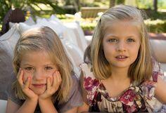 Infantas Sofia & Leonor pose for their family's 2012 Christmas card