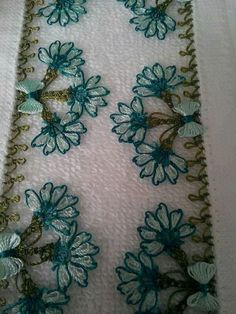 This Pin was discovered by Kad Thread Art, Needle And Thread, Crochet Bedspread, Needle Lace, Lace Making, Floral Tie, Tatting, Needlework, Diy And Crafts