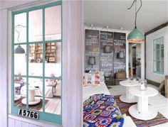 verriere-interieure-bois-peint-turquoise-decoration-bord-mer