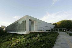 Isay Weinfeld - Centro Cultural do Instituto Ling, Porto Alegre, Brasil / Edifício multiuso de 3.200 m² abriga instalações culturais e educacionais.