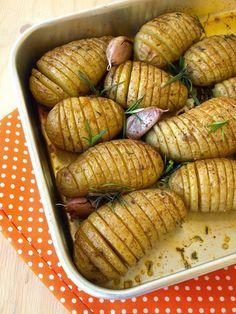Receita de Batatas Hasselback Com Alecrim, Tomilho E Paprika - Tasty Demais