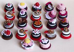 The Kup Kup Patisserie Felt Cake, Felt Play Food, Chocolate Caliente, Food Patterns, Miniature Crafts, Mini Things, Mini Foods, Food Crafts, Felt Diy