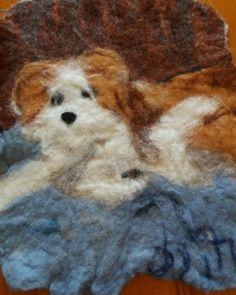 #byitu #Tapio #huopataulu #Pumba #kromfohrländer #kromi #länderi #koira #dog #handmadeinfinland #huovutus #huovutettu #harjoitus #sinivalkoinenkädenjälki Doge, Instagram Posts, Painting, Painting Art, Paintings