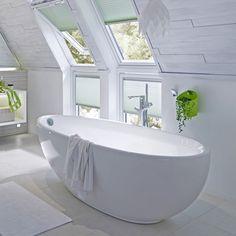 Freistehende badewanne unter dachschräge  Freistehende Badewanne unter der Dachschräge | Badezimmer: Ideen ...