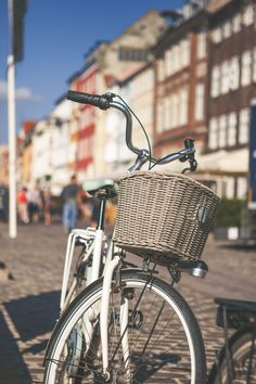 Get acquainted with the stunning sights of Copenhagen on a leisurely 3-hour bike tour of the Danish capital!