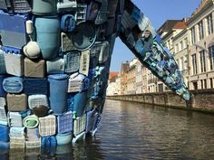 Against ocean's pollution, Studio KCA installed a 5 tons whale sculpture, m high in the middle of a canal in Bruges. Sea And Ocean, Pacific Ocean, Art For Change, Whale Pictures, Waste Art, Ocean Pollution, Plastic Pollution, Water Waste, Trash Art