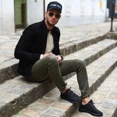 Macho Moda - Blog de Moda Masculina: Sockless Masculino: Onde Encontrar as Meias Invisíveis? Calça Colorida masculina, Yeezy Boost 350, Adidas Yeezy, Jaqueta Bomber, Boné Aba Curvada,