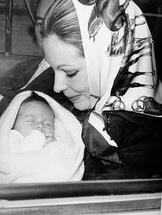 30 Top Princess Zahra Aga Khan foto's en beelden - Getty Images Kids Checklist, Heathrow Airport, Islamic Art Calligraphy, Aga, Daughter, Couple Photos, Children, Royals, November
