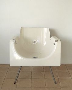 What should I do with my old bath...? Ah yes, make it into a chair.