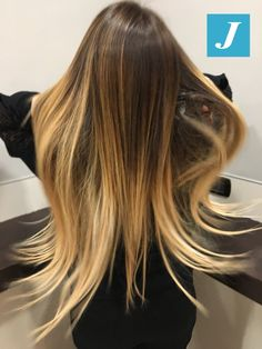 Capelli in movimento - con sfumature Degradé Joelle Gold e Sand #cdj #degradejoelle #tagliopuntearia #degradé #igers #musthave #hair #hairstyle #haircolour #longhair #ootd #hairfashion #madeinitaly #wellastudionyc