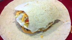 Homemade Crunchwrap Supreme Recipe - Taco Bell Inspired (Healthy and Easy Version) Eating Fast, Clean Eating Snacks, Healthy Eating, Donair Sauce, Homemade Chicken And Dumplings, Homemade Crunchwrap Supreme, Bacon Pasta, Quick Recipes, Chicken Recipes