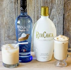 RumChata and pumpkin pie vodka are the secret ingredients to this amazing fall cocktail, the drunken pumpkin latte. Serve hot with whipped cream or over ice (liquor drinks alcohol) Fall Cocktails, Holiday Drinks, Thanksgiving Drinks, Halloween Cocktails, Winter Drinks, Licor Baileys, Caramel Apple Sangria, Caramel Martini, Caramel Apples