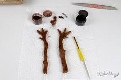 Tutorial für eine stehende 3D Olaf Torte mit Schritt-für-Schritt Fotos Rice Krispies, Bolo Olaf, Diy Birthday, Birthday Gifts, Cinnamon Sticks, Frozen, Spices, Fun Cakes, Pictures