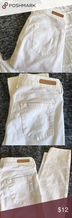Articles of Society Pants White Articles of Society skinny pants size 24 in excellent condition! Sad to let them go but they are not my size:( Articles Of Society Pants Skinny