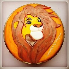 This Lion King cake means no worries for the rest of your birthdays. | 21 Cakes Every '90s Kid Will Dream About