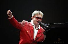 Elton John performing in New York on December 31, 2014