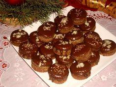 IšlerkyTěsto: 300 g hladká mouka 200 g másla 100 g cukr moučka 80 g oloupaných pomletých mandlí 1 žloutek 1 polévková lžíce kakaa citrónová kůra Muffin, Breakfast, Food, Morning Coffee, Essen, Muffins, Meals, Cupcakes, Yemek