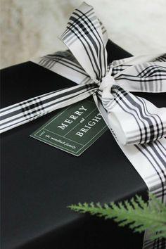 Christmas Crafts For Gifts, Christmas Gift Wrapping, Craft Gifts, Holiday Gifts, Christmas Decorations, Christmas Gift Cards, Christmas Present Wrap, Modern Christmas Cards, Christmas Wishes