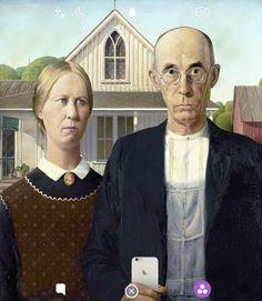 """Een van zijn andere werken toont een paar """"selfie-lippen"""" in een vacuüm getrokken plastic bakje."""