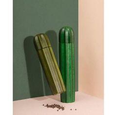 Grâce aux deux moulins sel et poivre Cactus imaginés par la marque DOIY, vous apporterez une touche déco exotique et originale à votre cuisine tout en étant efficacement équipé pour assaisonner vos plats en un tour de main !