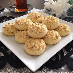 I have a delicious soft starchy cookie recipe that breaks in the mouth the momen… – Nefis Yemek Tarifleri – Tatlılar – Pastalar – Izgara – Buğulama Turkish Recipes, Biscuit Recipe, Cookie Recipes, Deserts, Muffin, Food And Drink, Sweets, Cooking, Breakfast