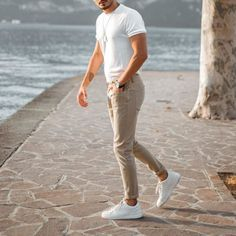 White Outfit For Men, Sneakers Outfit Casual, Formal Men Outfit, Casual Wear For Men, Sneaker Outfits, Casual Outfits, Classy Outfits For Teens, Summer Outfits Men, Chinos Men Outfit