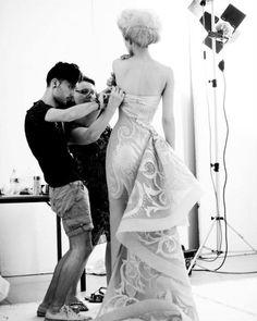Backstage at Versace Atelier Atelier Versace, Dior, Fashion Studio, Fashion Week, Fashion Ideas, Backstage, Modelista, Lesage, Fashion Sewing