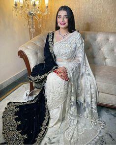 Elegant look White Saree, Elegant Saree, Beautiful Saree, Saree Collection, Indian Sarees, Red Lips, Saris, Jewels, Outfits