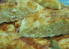 Banitsa… placinta bulgareasca cu branza sarata Romanian Recipes, Romanian Food, Artisan Food, Mini Cheesecakes, Just Cooking, World Recipes, Tarts, Delish, Food And Drink