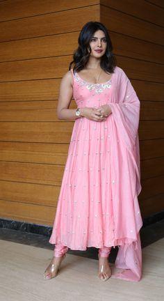 Priyanka Chopra Birthday, Prettiest Celebrities, Tunic Designs, Bollywood Party, Party Wear Dresses, Indian Ethnic, Indian Wear, Indian Outfits, Indian Beauty