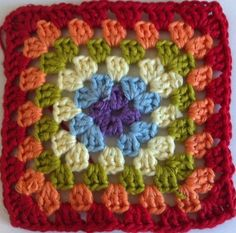 THE GRANNY SQUARE is one of the most iconic crochet squares and quite often where beginner crocheters start their crochet journey, including myself. Granny Square Tutorial, Granny Square Häkelanleitung, Granny Square Crochet Pattern, Crochet Squares, Crochet Granny, Crochet Motif, Crochet Stitches, Knit Crochet, Crochet Diagram