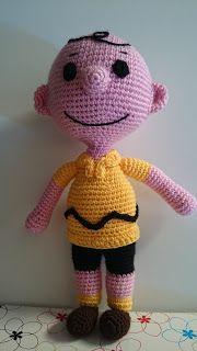 Muñeco Amigurumi Charlie Brown - Patrón Gratis en Español aquí: http://mrisolganchillo2.blogspot.com.es/2016/05/patron-charlie-brow.html