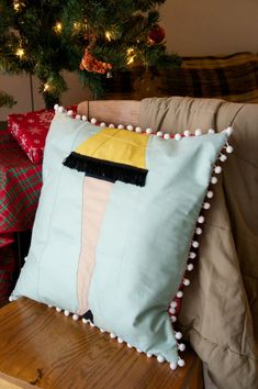 quilt: paper pieced leg lamp pillow with free pattern || sew what sherlock