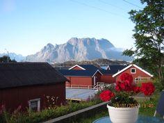 Lofoten, Mount Everest, Cabin, Island, Mountains, House Styles, Travel, Home Decor, Viajes