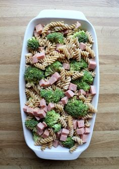 Enkel skinkegrateng med pasta og brokkoli - LINDASTUHAUG Vegetarian Recipes Videos, Ketogenic Diet, Food Videos, Kos, Bacon, Food And Drink, Salad, Dinner, Ethnic Recipes