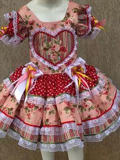 VESTIDO CAIPIRA INFANTIL FLORAL CORAÇÃO no Elo7 | DALILI STORE BABY (CEE238) Girls Spring Dresses, Little Girl Dresses, Kids Outfits Girls, Cute Girl Outfits, Baby Dress Patterns, Girl Doll Clothes, Pretty Dresses, Kids Fashion, Hillbilly Costume