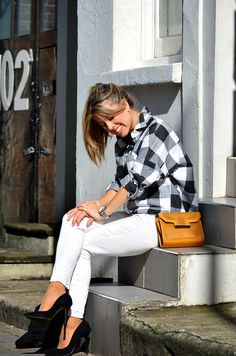 Blonde Mery: Black and white plaid shirt Plaid Shirt Outfits, Black Plaid Shirt, White Jeans Outfit, White Plaid, Jean Outfits, Black Tops, Black And White, Street Style, My Style