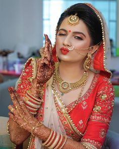 Awesome Ideas for Pakistani and Indian Bridal Makeup, Jewelry, Lehnga and Mehndi… – Famous Last Words Indian Bridal Photos, Indian Wedding Poses, Indian Wedding Couple Photography, Indian Bridal Outfits, Indian Bridal Makeup, Bride Photography, Indian Bridal Fashion, Indian Wedding Jewelry, Indian Jewelry