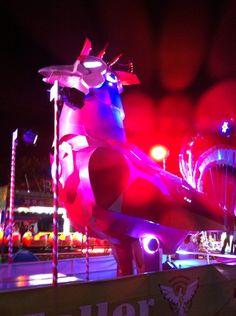 Iron rooster iluminado