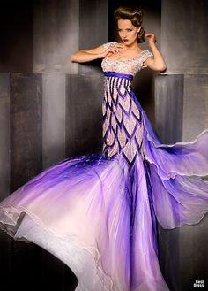 Blanka Matragi Haute Couture looks like a flower! Beauty And Fashion, Purple Fashion, Style Couture, Couture Fashion, Beautiful Gowns, Beautiful Outfits, Beautiful Mermaid, Mode Purple, Mode Glamour