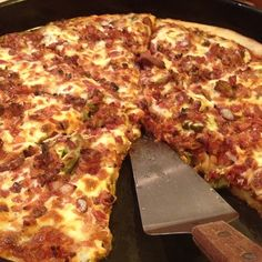 Bacon and jalapeno pizza    @domxoxo_    #Larosas